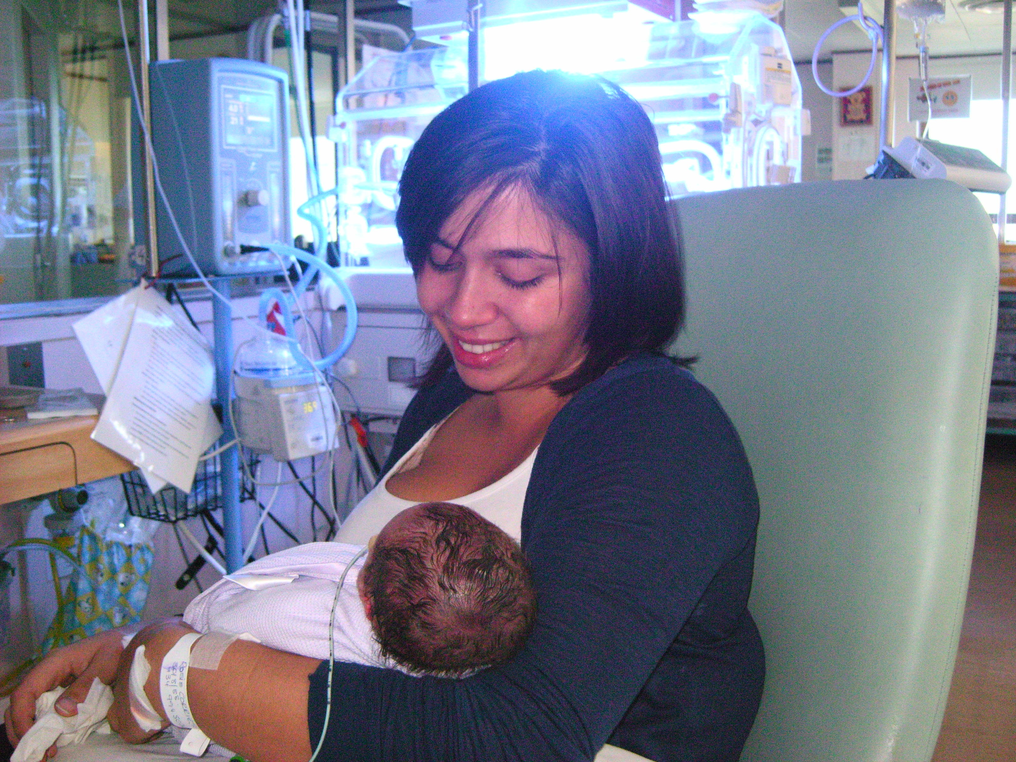 A quick cuddle in Neonatal care!